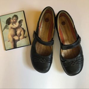 Clark's Structured Black Leather Mary Janes